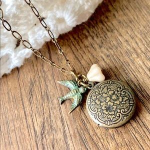 Jewelry - Vintage Look Locket Necklace